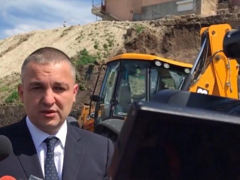 """Събарят къщи по ръба на ската над бул. """"Левски"""" в """"Максуда"""""""