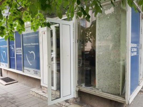 """Вандали разбиха предизборния щаб на """"Демократична България"""""""