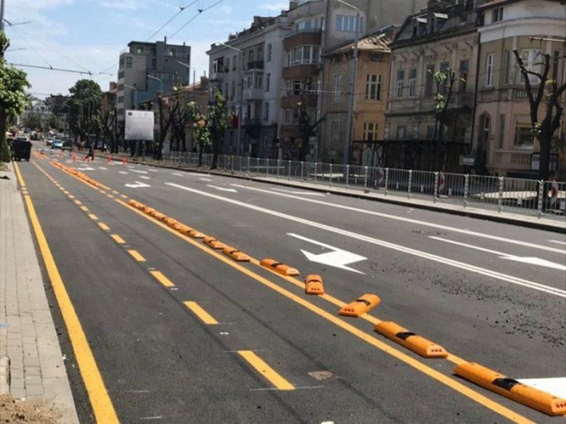 """Положиха маркировката по ремонтирания бул. """"Съборни"""", велоалея свързва центъра с Морската"""