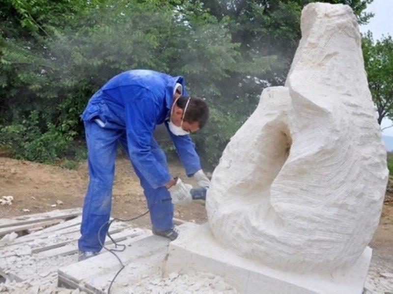 Скулптори от 5 страни ваят творби край Варна