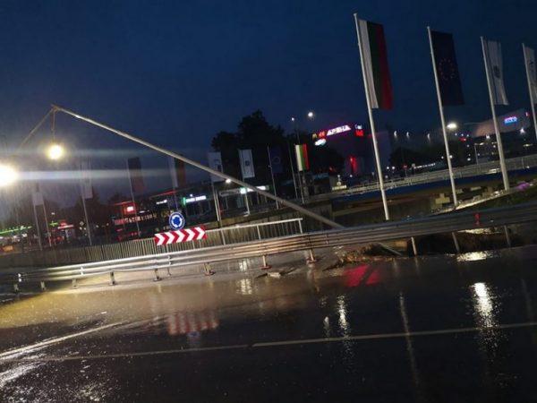 Какви са пораженията във Варна след пороя и градушката? (СНИМКИ)