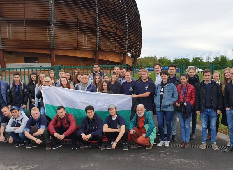 Студенти от МУ-Варна се срещнаха с носител на Нобелова награда за физика