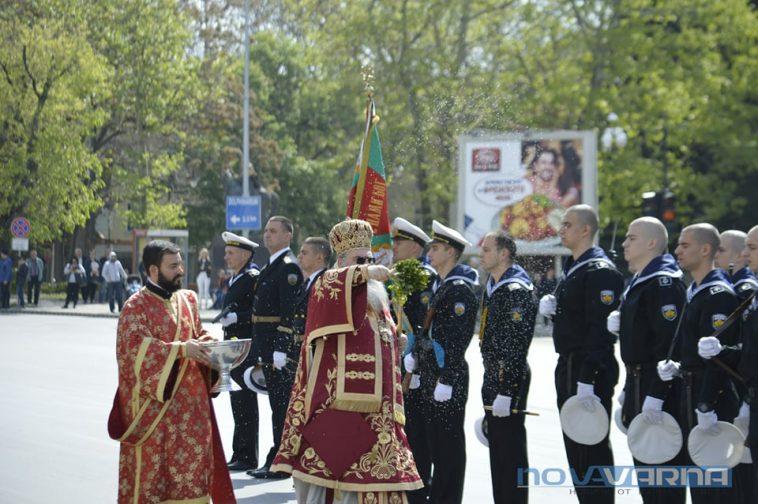 С водосвет и шествие Варна отбеляза Деня на храбростта (ВИДЕО)