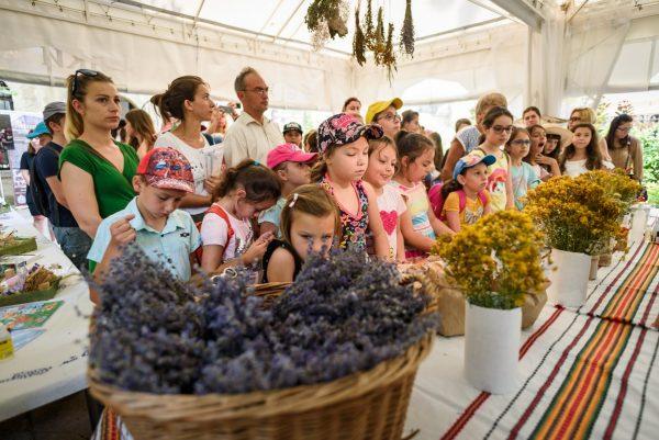 """""""Училище за билки"""" събра деца и възрастни в Музея по история на медицината"""