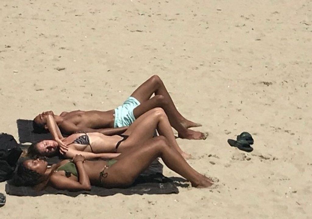 """Плажът във Варна се """"пука по шевовете"""""""