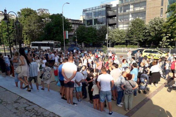 Около 150 човека се включиха в протест за спиране на автомобилите в Морската градина
