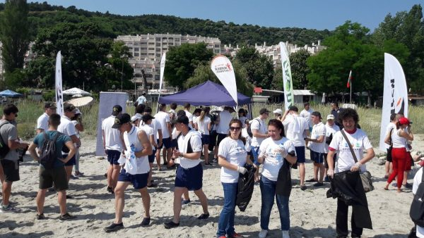 Над 140 чувала с боклук бяха почистени от плажовете във Варна и Бургас