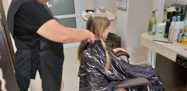Варненче дари косата си за онкоболни