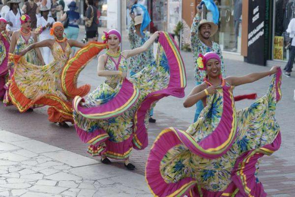 10 000 изпълнители от 49 страни танцували на сцената на Летния театър