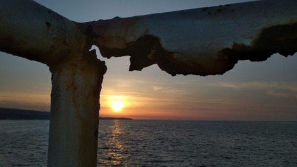 Крие ли опасност за живота Морската гара във Варна (снимки)