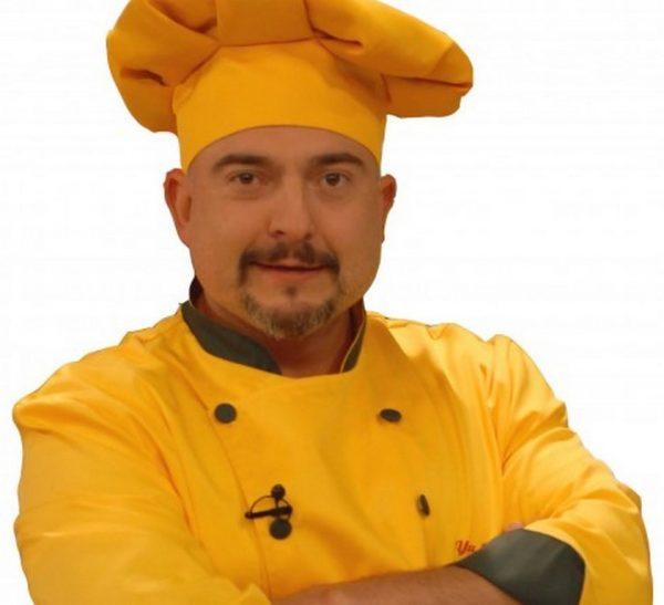 Ути Бъчваров с кулинарно шоу на входа на Морската градина