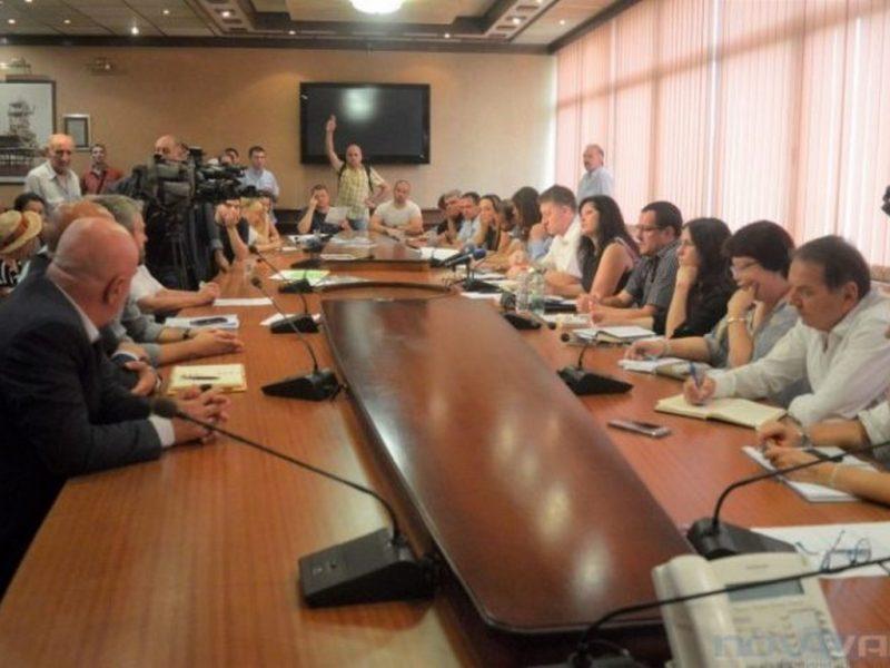 Скандал в Общината за автомобилите в Морската (СНИМКИ/ВИДЕО)