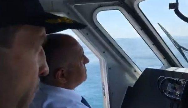 Премиерът подкара катер във Варна (СНИМКИ/ВИДЕО)