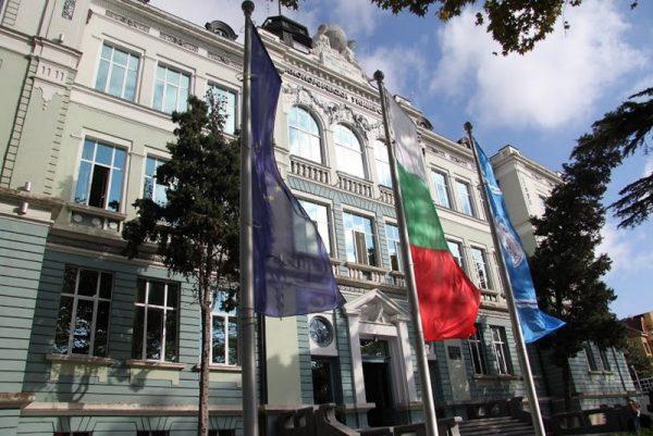 Мераклиите за Икономическия университет във Варна повече от местата
