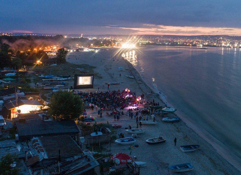 Пет дена кино под звездите от тази вечер във Варна