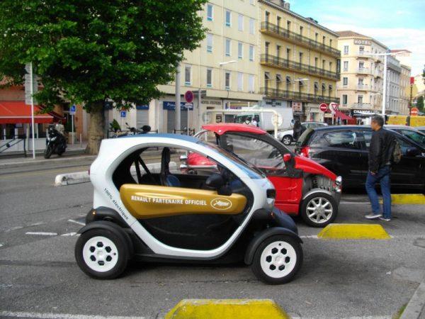 Монтират 22 зарядни станции за електромобили в синята зона във Варна