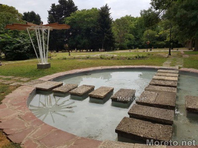 Възстановиха водните огледала в Розариума във Варна (снимки)