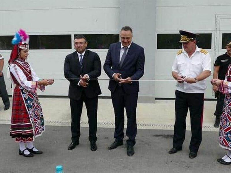 Министърът на вътрешните работи Младен Маринов и Стоян Пасев откриха обновената сграда на пожарната в Аспарухово