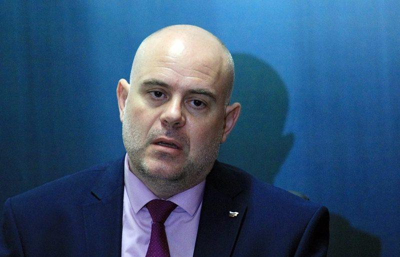 Академици: Кому е изгодно да не бъде номиниран и избран за главен прокурор Иван Гешев?