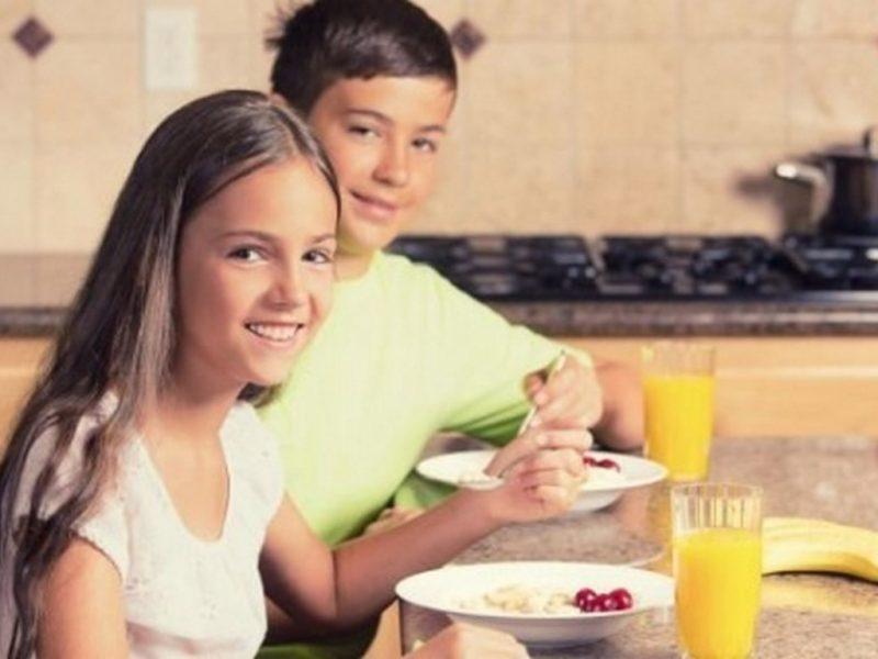 Пропускането на закуска яде от успеха в училище
