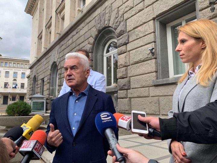 ЦИК бяга от среща със Сидеров за наложената му цензура от БНТ