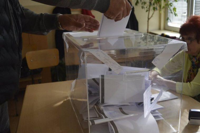 Човек на ДПС изтръгна бюлетина от ръцете на кандидат на АТАКА в София
