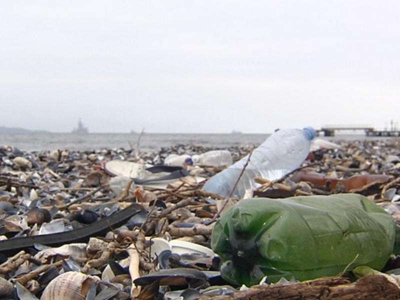 Пластмасови острови затлачват Черно море, превръща се в бунище
