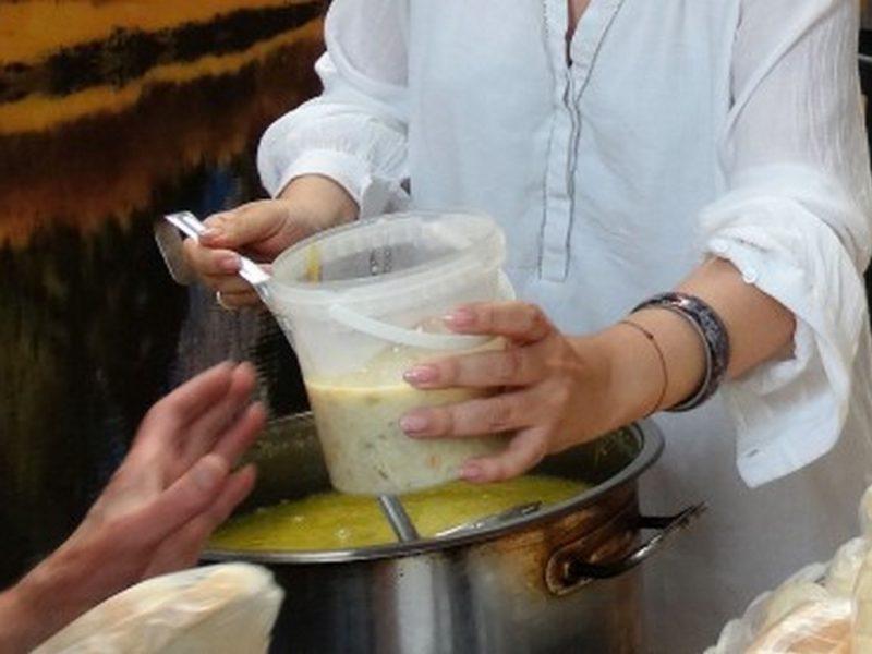 Раздават новогодишен топъл обяд на над 1200 нуждаещи се варненци