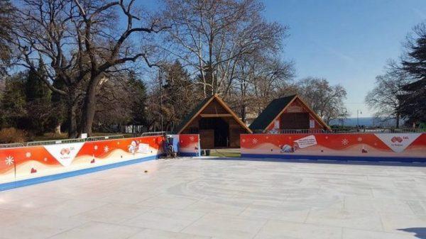 Патрули ще дежурят на ледената пързалка във Варна по празниците