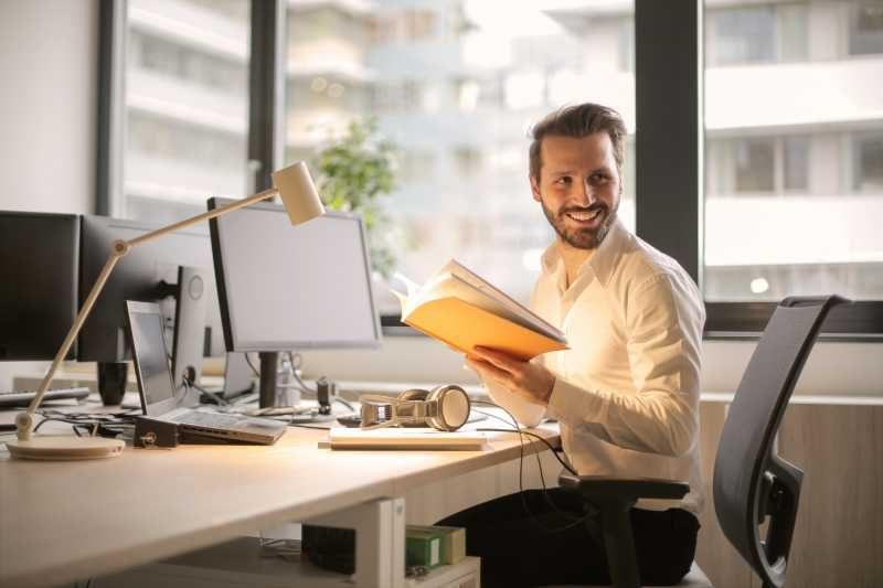 Той е страхотен, но защо постоянно работи извънредно?