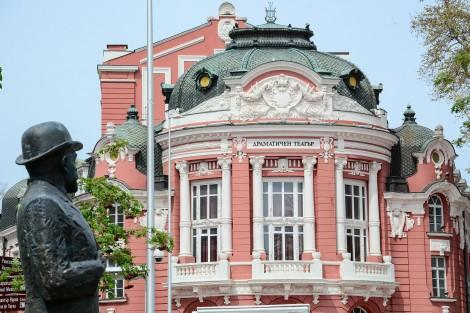 Търсят нов директор на Театрално-музикалния продуцентски център във Варна