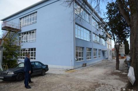 """До края на май приключва ремонтът на варненското училище """"Васил Левски"""""""