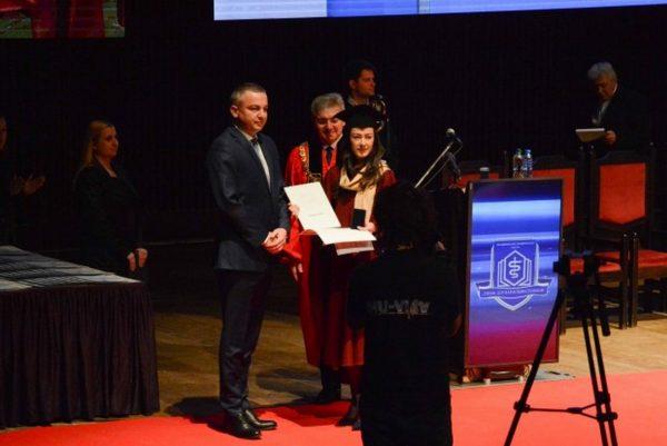 Иван Портних награди отличника на Факултета по фармация
