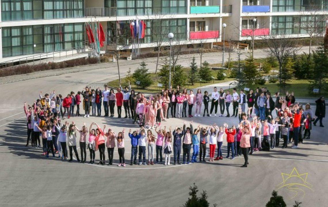 Деца от Варна подкрепиха символично борбата с агресията в училище