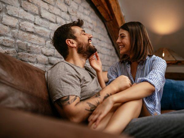 Сигнали, че се престаравате да направите връзката си перфектна