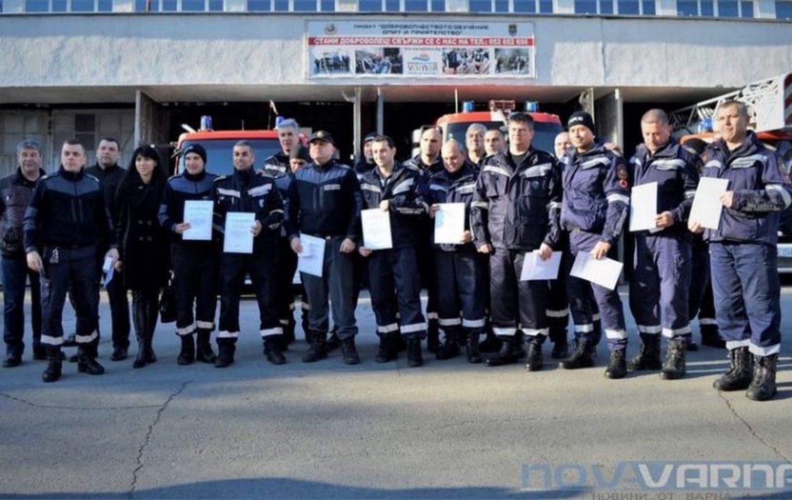 "Наградиха пожарникарите, спасили 18 души от горящия блок във ""Владиславово"" (СНИМКИ/ВИДЕО)"