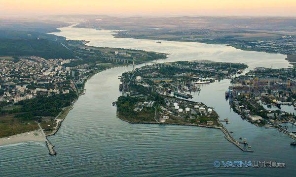 Подводен тръбопровод излива фекални води във Варненското езеро