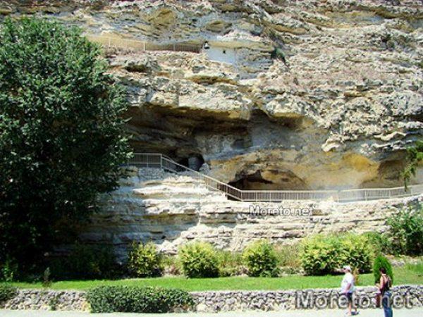 Канят варненци да се включат в почистването на Аладжа манастир