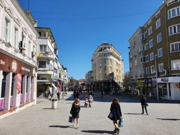 Борбата с COVID-19 във Варна и областта продължава с нови разпоредби