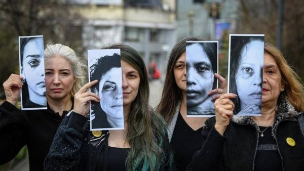 Франция и Испания въвеждат кодови системи за сигнали за домашно насилие