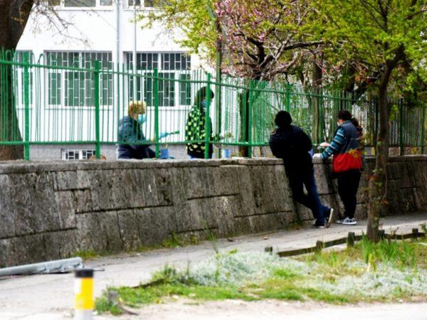 """Боядисват оградите на СУ """"Найден Геров"""" във Варна"""