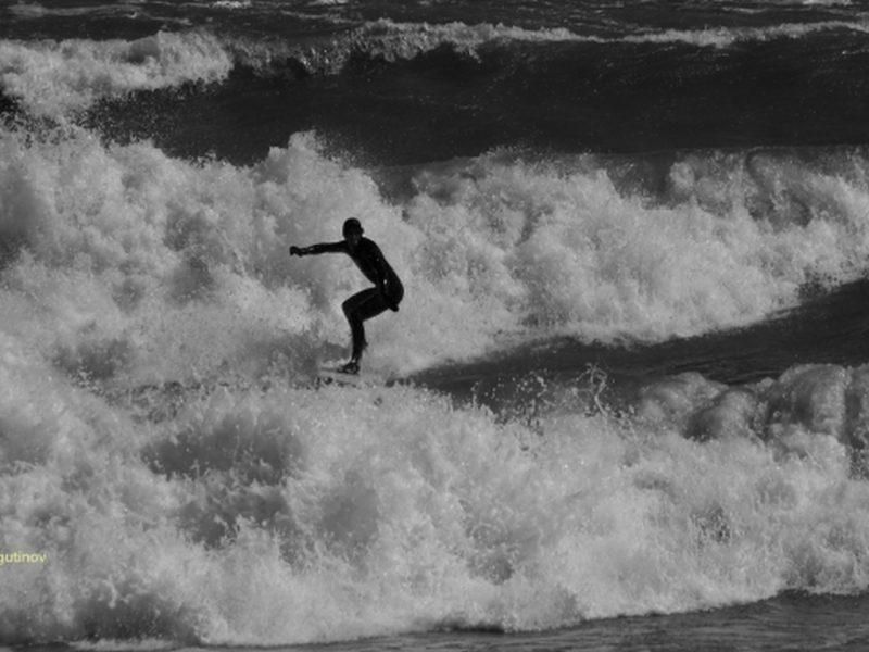 Сърфисти показват уменията си във Варна (СНИМКИ)
