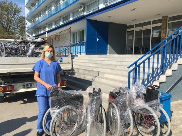 Община Варна дари колички за хора с увреждания на 13 лечебни заведения