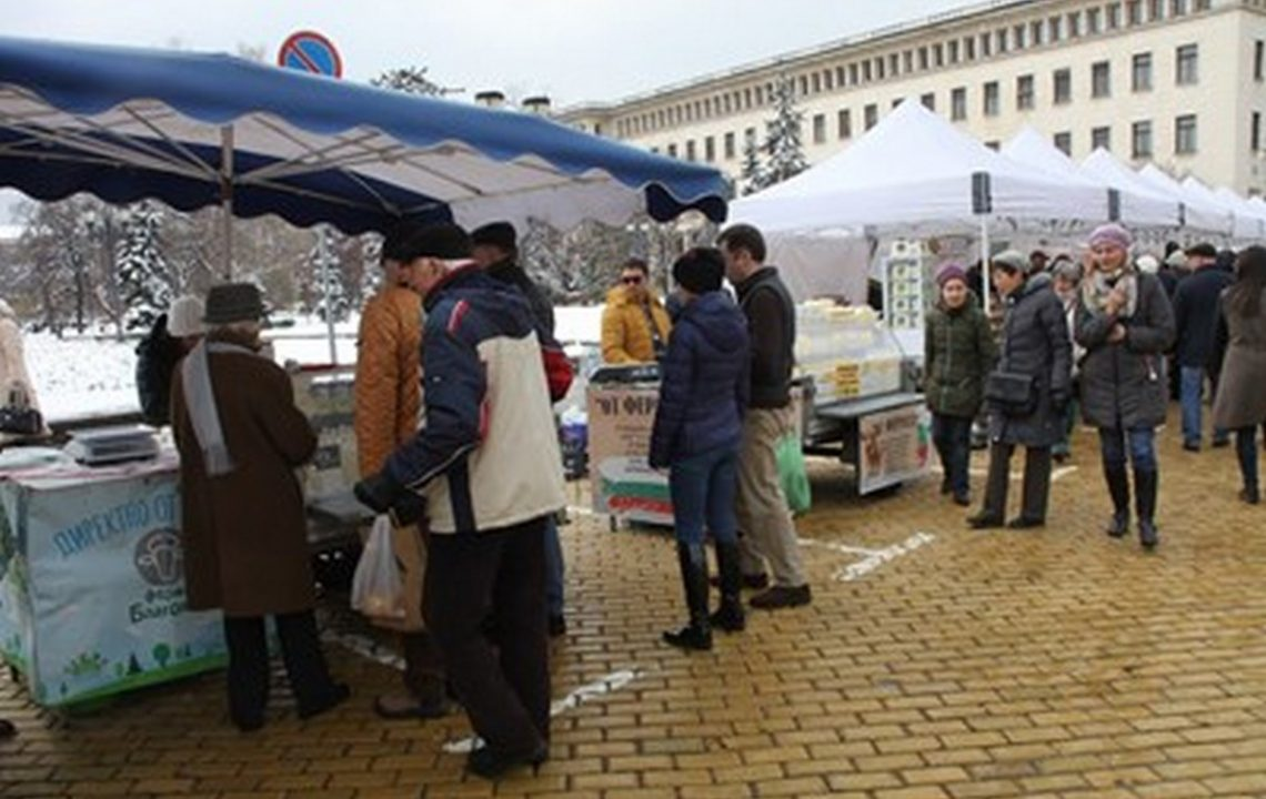 Първи по-меки мерки: Отварят пазарите, пускат на работа хора под карантина, които са здрави