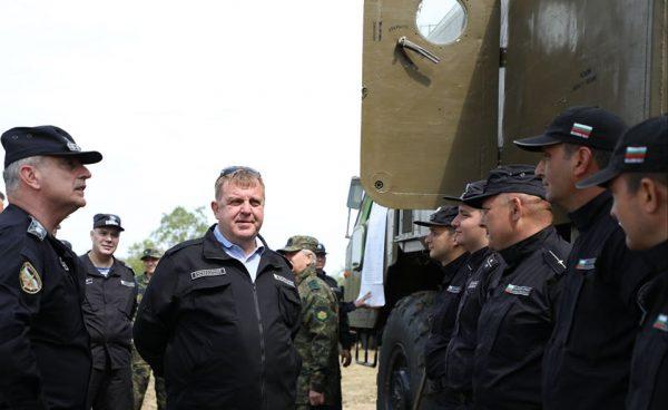 Министър Каракачанов ще награди курсанти от Морското училище
