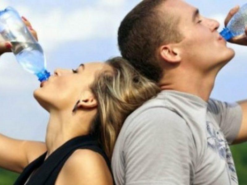 Колко вода да пием през лятото