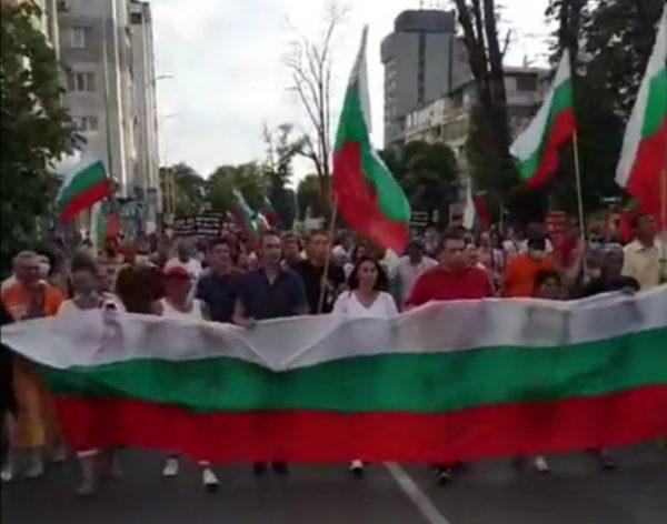 Протеста във Варна показа, че не иска партии и знамена на ЕС