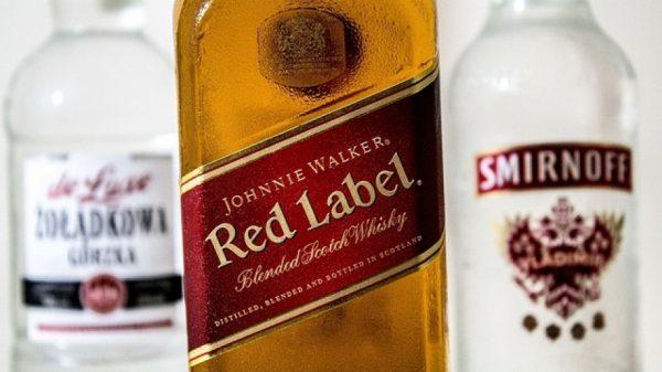"""Johnnie Walker ще замени пластмасовите си бутилки с """"хартиени"""""""