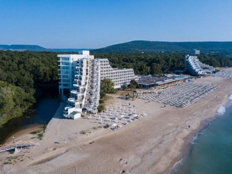 След 15 август започва поетапно затваряне на хотелите в Албена