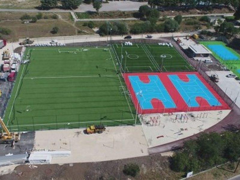 Напредва изграждането на спортния комплекс във Владиславово (снимки)